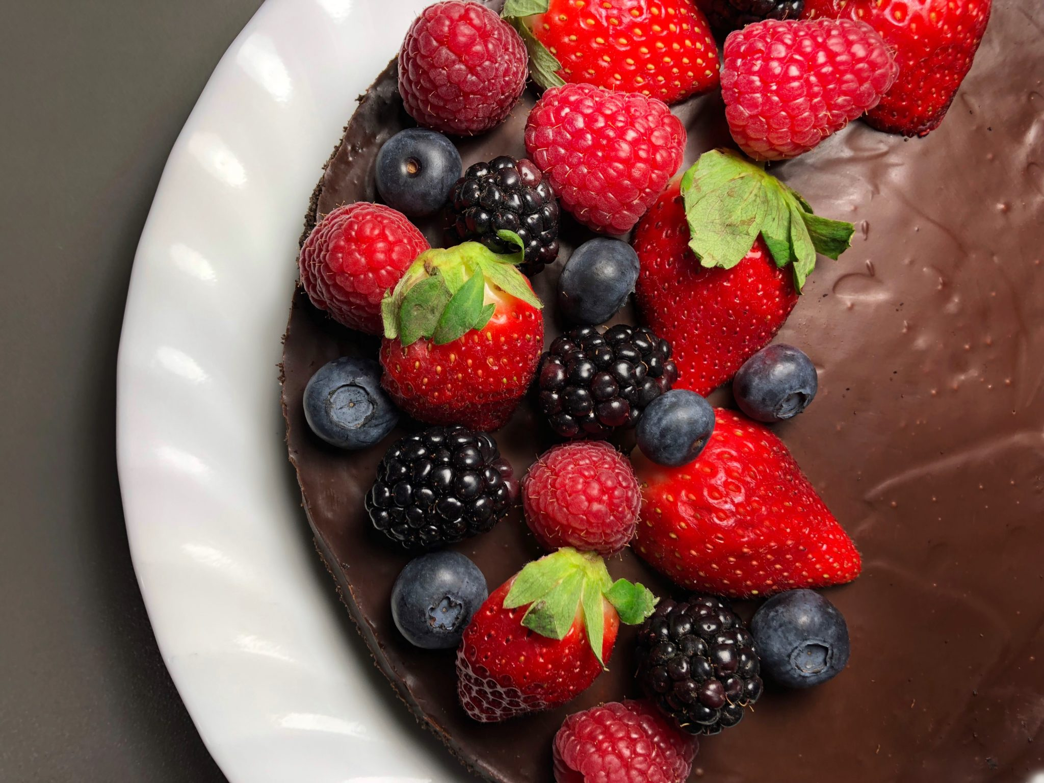 dark-chocolate-truffle-tart-with-fruit