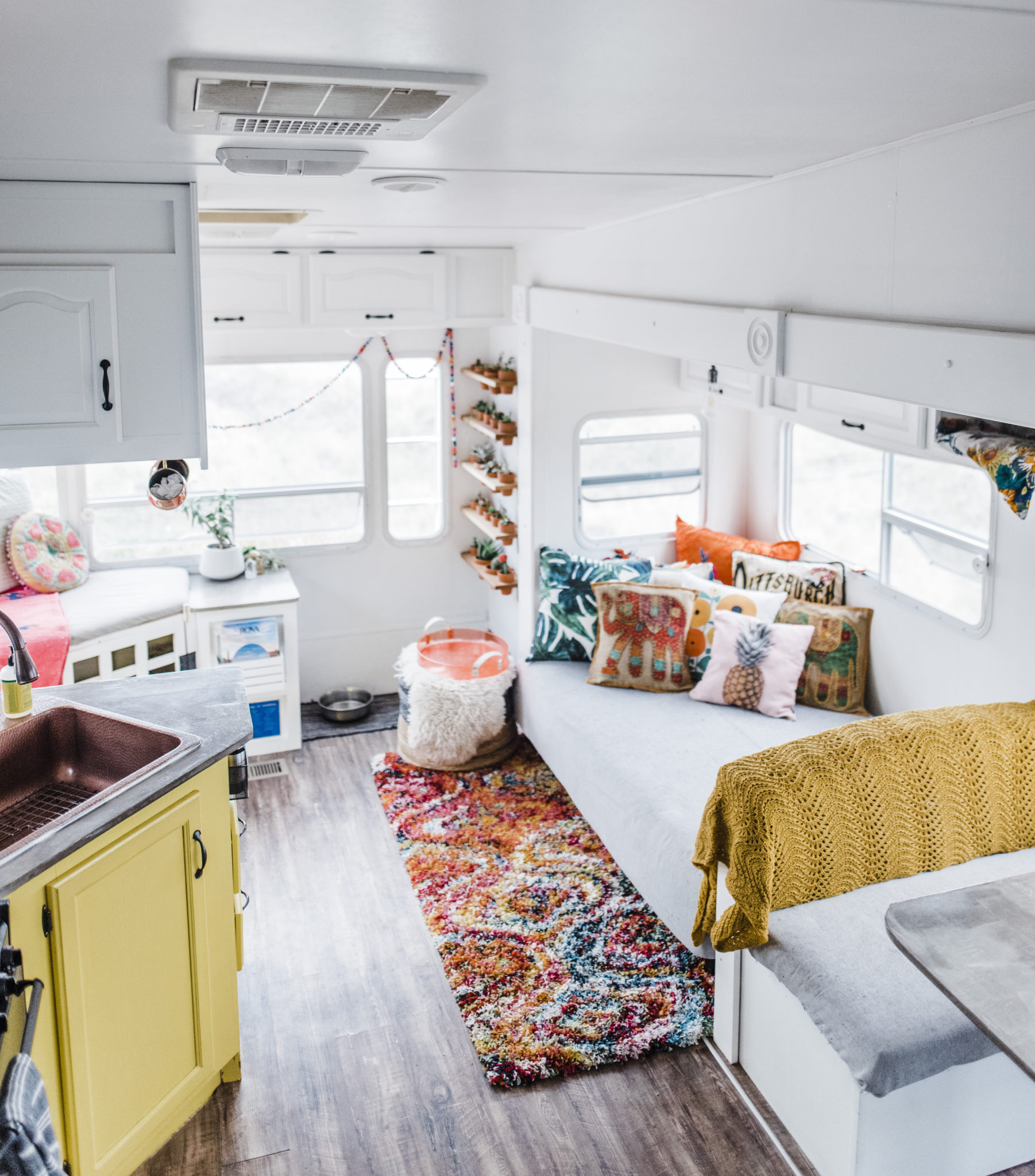 camper-living-interior-paint