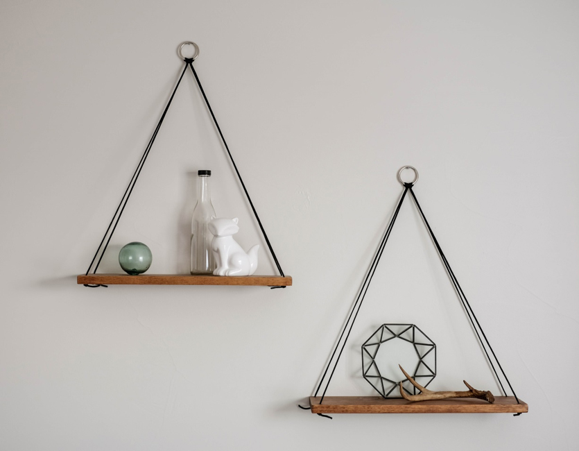 hanging-shelf-decor