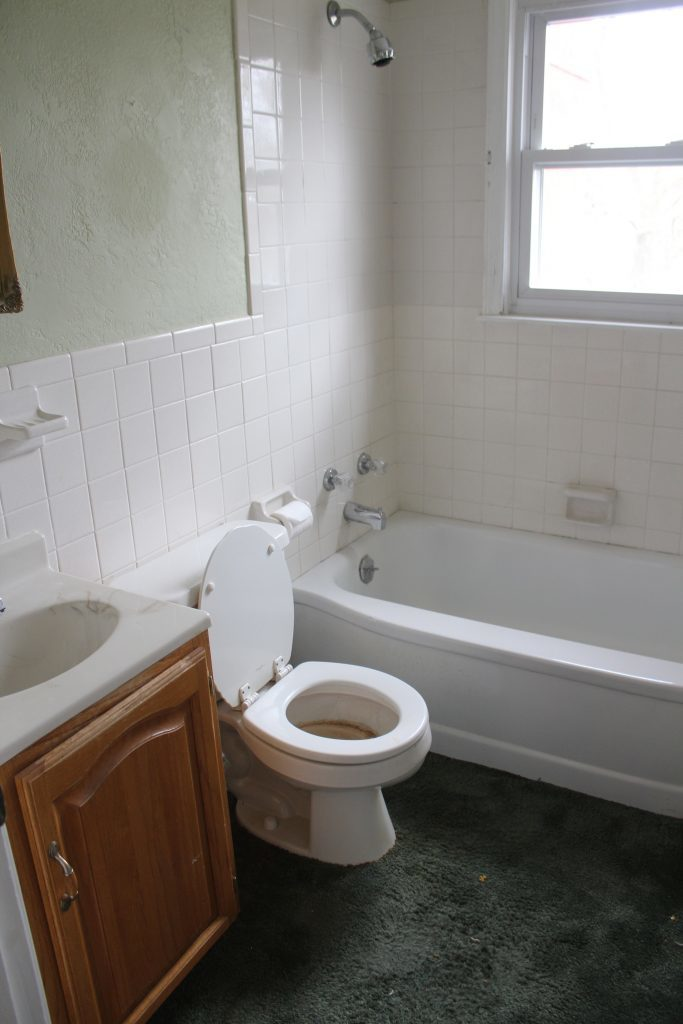 bathroom-before-renovation
