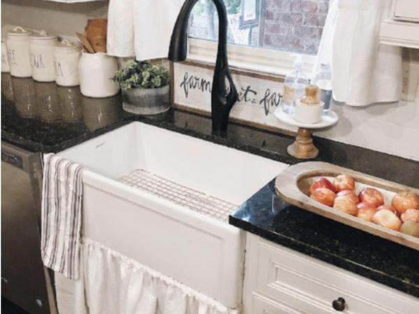 decretive farmhouse kitchen