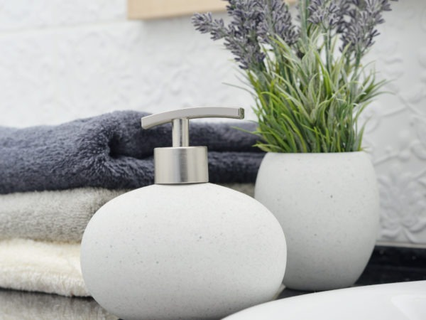 Top 5 Ways to add Pops of Color to your Bathroom